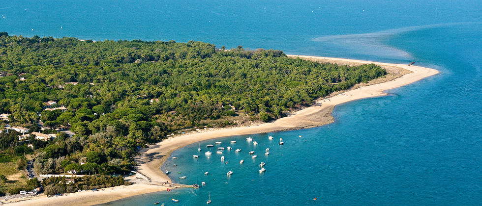 Sunny-beaches-on-the-Ile-de-Re-Atlantic-Coast-Poitou-Charentes-South-West-France_visi