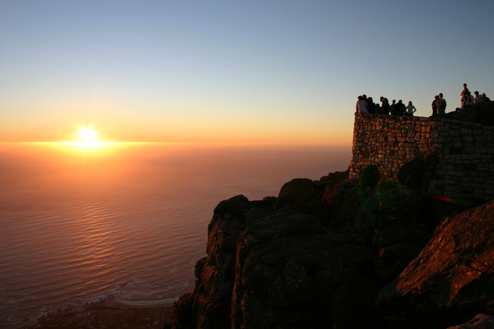 Waiting_Sunset_Table_Mountain_Cape_Town_South_Africa_Luca_Galuzzi