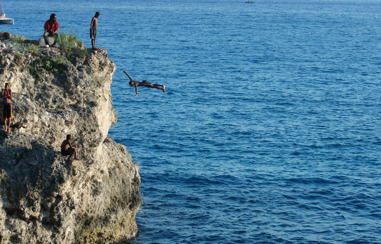 cliff-diving-in-negril