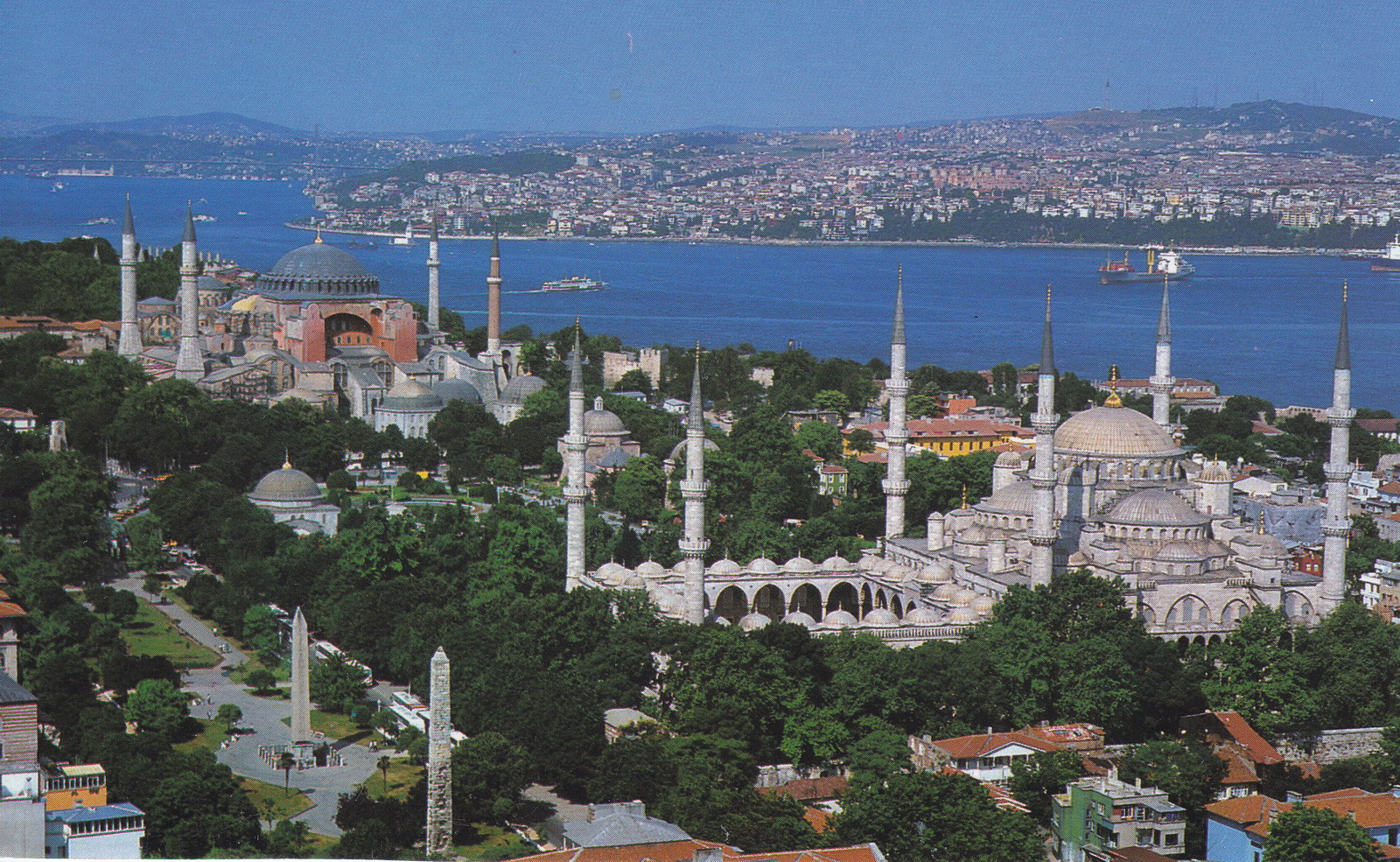 istanbul-hagia-sophia-blue-mosqueturkey-istanbul-right-sultan-ahmed-mosque-blue-mosque-doqvtsct