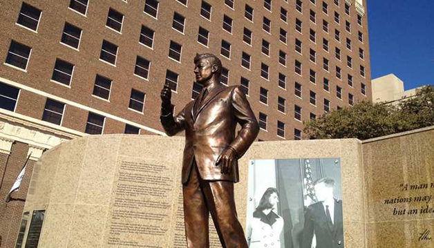jfk-bronze-statue-hilton-fort-worth
